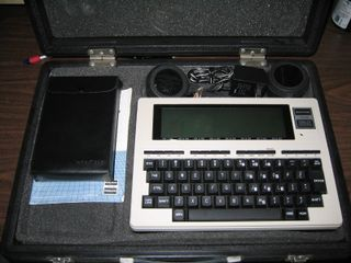 800px-Tandy_Radio_Shack_TRS-80_Model_100_breakfast